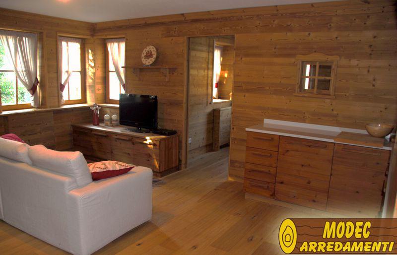 Controsoffitti e boiserie in legno modec arredamenti for Immagini di arredamenti case