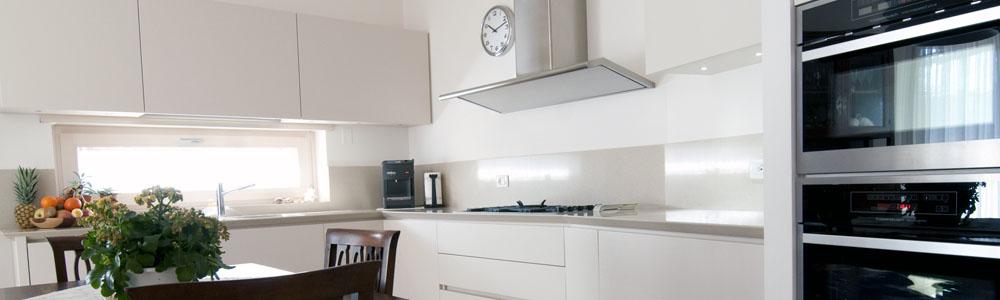 Ambienti personalizzati cucine classiche moderne for Arredamenti rustici moderni